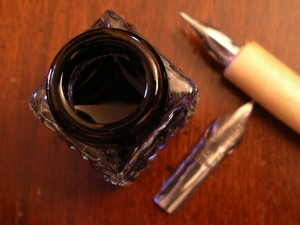 ink-pot-and-nibs-1487822-640x480